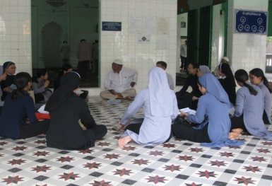 Sinh viên Thần học Công giáo gặp gỡ tín đồ Islam