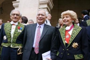 GS Trịnh Xuân Thuận nhận giải tại Viện Hàn lâm Pháp