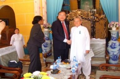 Tổng Lãnh sự Hoa Kỳ viếng thăm Tòa thánh Tây Ninh