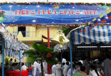Chung vui mừng lễ Chúa Giáng sinh tại Thánh Thất Bàu Sen