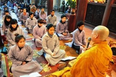 Tuổi trẻ Hà Nội đón Tết ở chùa