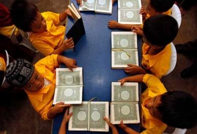 Các Kitô hữu tặng kinh Qur'an cho tù nhân Hồi giáo
