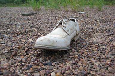 Chiếc giầy đánh rơi của Gandhi