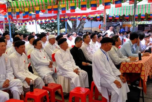 Chung vui với Bạn Đạo Cao Đài tại Thánh Tòa Vô Vi Huỳnh Quang Sắc