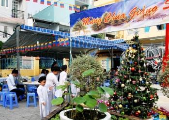 Phát biẻu dịp lễ Chúa Giáng Sinh tại Thánh thất Bàu Sen (24.12.2016)