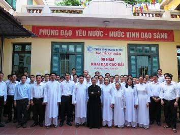 Chủng sinh thăm Thánh thất Thủ đô Hà Nội