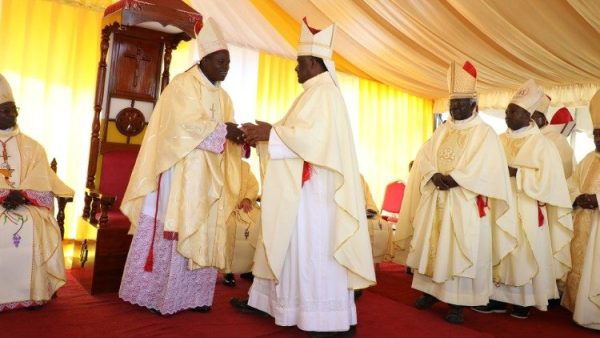 """Các Giám mục Tanzania phản đối việc coi các nhà truyền giáo là """"nhà đầu tư nước ngoài"""""""