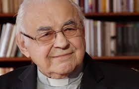 Đức Hồng y Miloslav Vlk, vị Tổng Giám mục từng làm thợ lau cửa kính, đã từ trần