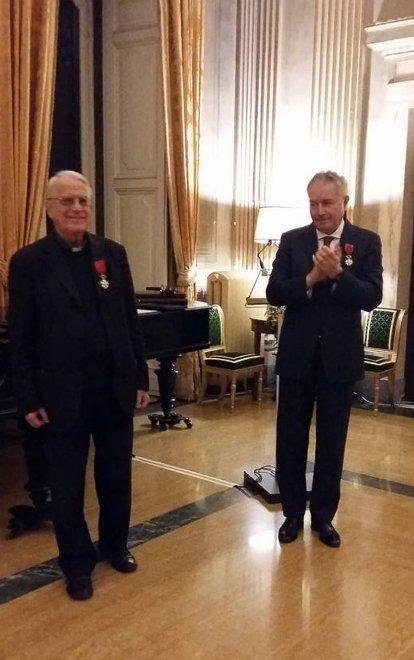 Cha Lombardi được trao tặng Bắc đẩu bội tinh của Pháp