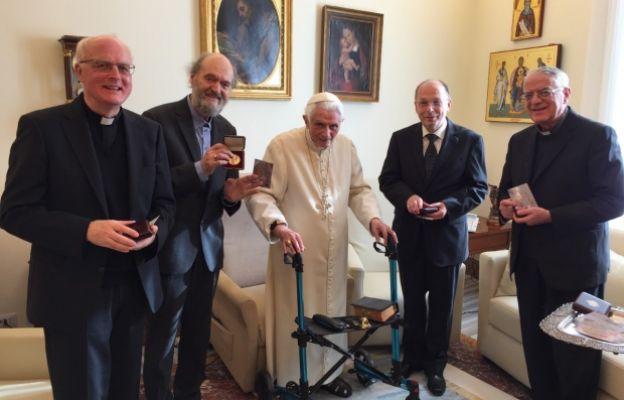 Đức nguyên Giáo hoàng Bênêđictô tiếp những người đoạt giải thưởng Ratzinger 2017