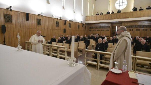 ĐGH Phanxicô cảm ơn cha giảng phòng cho Giáo Triều Roma