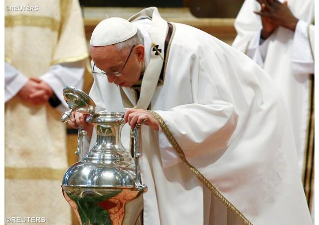 Đức Giáo hoàng Phanxicô chủ sự thánh lễ làm phép dầu