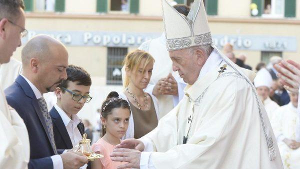 ĐGH Phanxicô cử hành lễ Mình Máu Thánh và kiệu Thánh Thể ở Casal Bertone