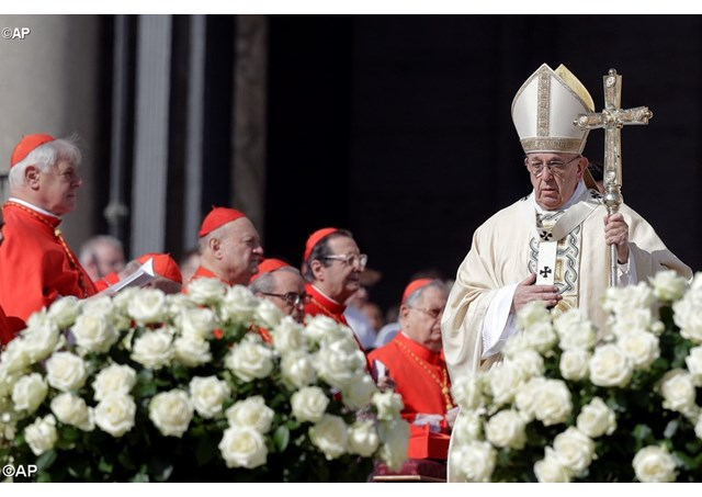 ĐGH Phanxicô cử hành Thánh lễ Phục sinh tại quảng trường thánh Phêrô