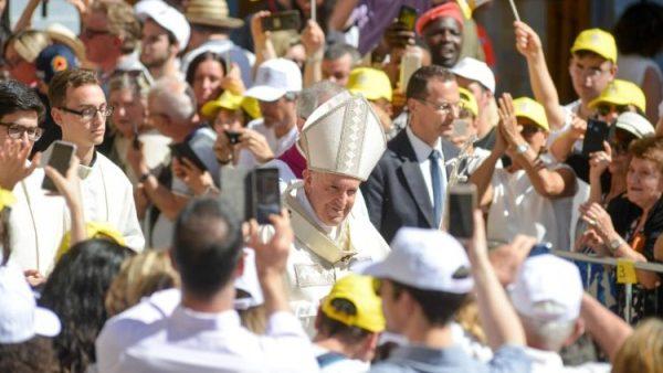 Thánh lễ tại Camerino: Những ai đến gần Thiên Chúa không quỵ ngã nhưng tiếp tục bước đi