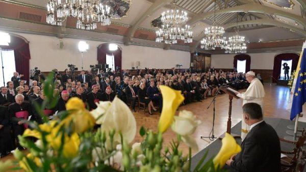 ĐGH Phanxicô gặp gỡ Tổng thống và chính quyền dân sự của Lettoni