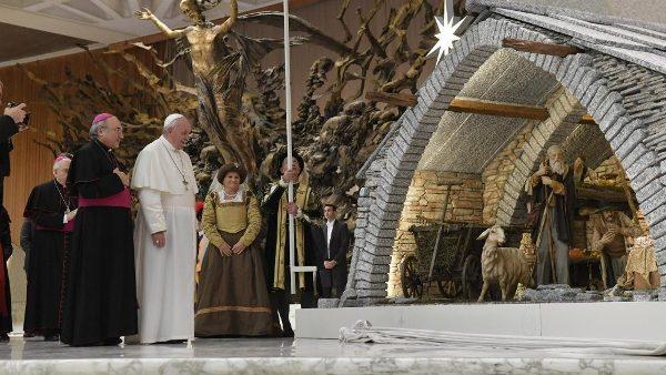 ĐGH Phanxicô gặp các nhà tài trợ Hang đá và cây Noel tại Vatican