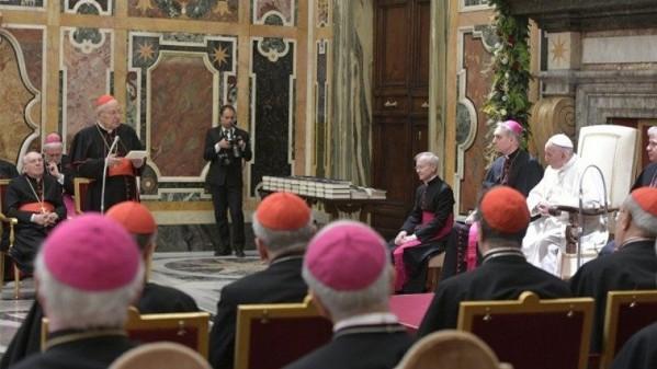 Đức Hồng y Krajewski lạc quyên các Hồng y, Giám mục và giám chức Tòa Thánh
