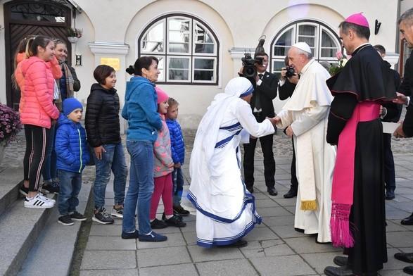 ĐGH Phanxicô gặp những người được các Tổ chức Bác Ái của Giáo hội Estoni giúp đỡ