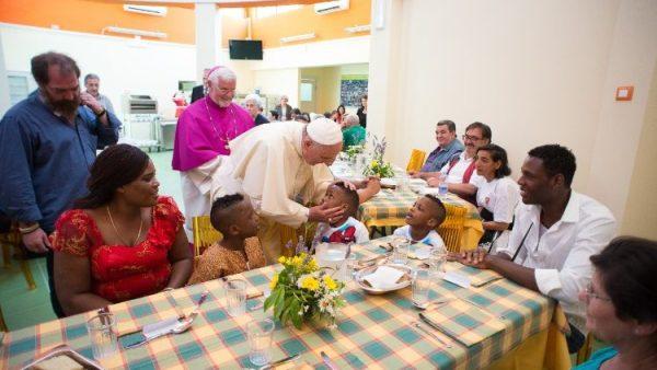 ĐGH Phanxicô mời người nghèo bữa cơm trưa mừng Chúa Giáng Sinh