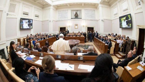 ĐGH bổ nhiệm một nhà vật lý hàng đầu vào Hàn lâm viện Tòa Thánh