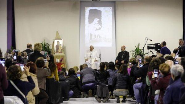 ĐGH Phanxicô thăm trung tâm Caritas ở Roma
