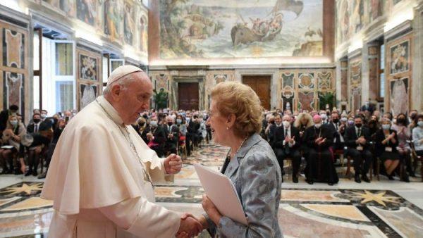 ĐGH Phanxicô: Cần phát triển kinh tế và xã hội theo giáo huấn xã hội Công giáo