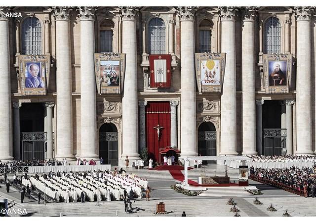 Đức Giáo hoàng Phanxicô tôn phong 35 tân hiển thánh