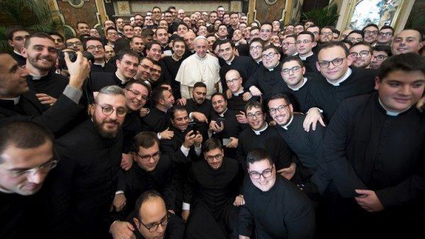 Giáo hội Ý tổ chức quyên góp hỗ trợ các linh mục