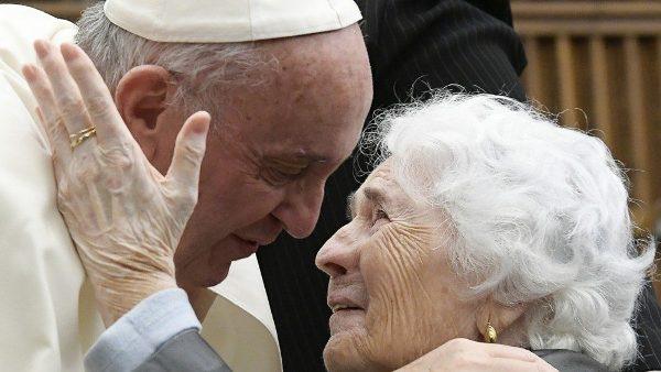 ĐGH ban ơn Toàn xá nhân Ngày Thế giới Ông bà và Người Cao tuổi