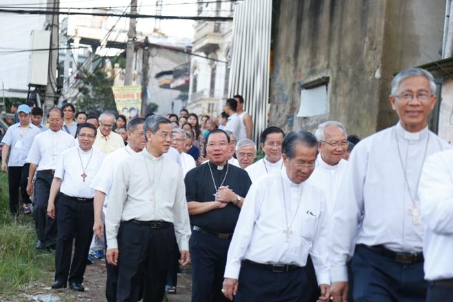 HĐGMVN đến thăm và tặng quà cho giáo dân tại giáo họ An Lộc, giáo xứ Chính toà, Thanh Hóa