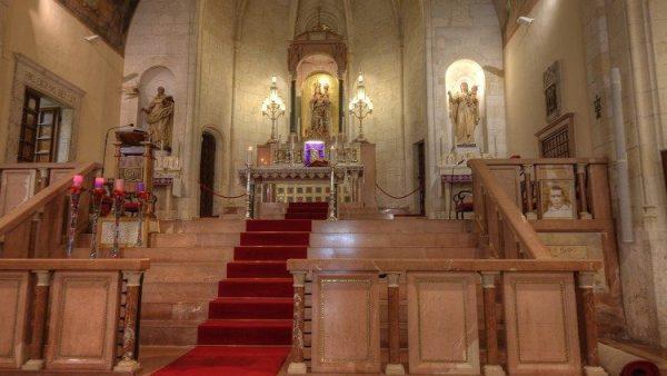 Thánh Thể và Nhà Tạm trong một nhà thờ ở North Carolina bị lấy trộm