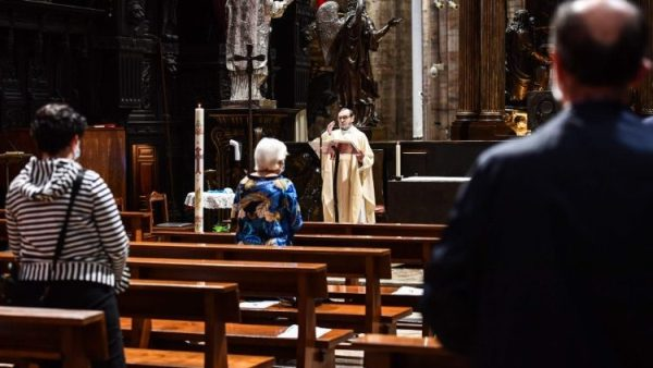 Một nghiên cứu cho thấy người Ý gia tăng cầu nguyện và lòng sùng đạo trong thời gian đại dịch