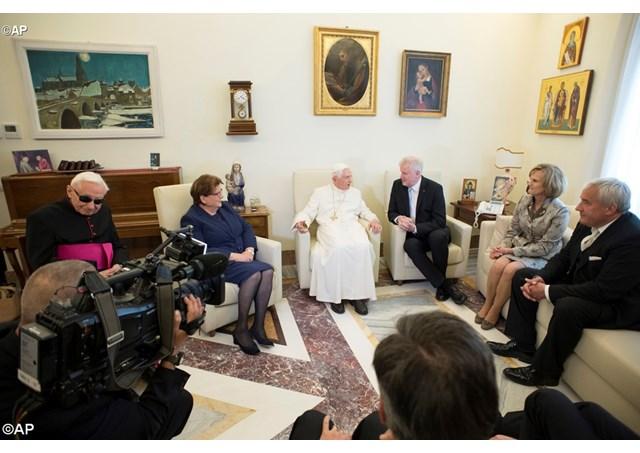 Mừng sinh nhật thứ 91 của Đức nguyên Giáo hoàng Biển đức XVI
