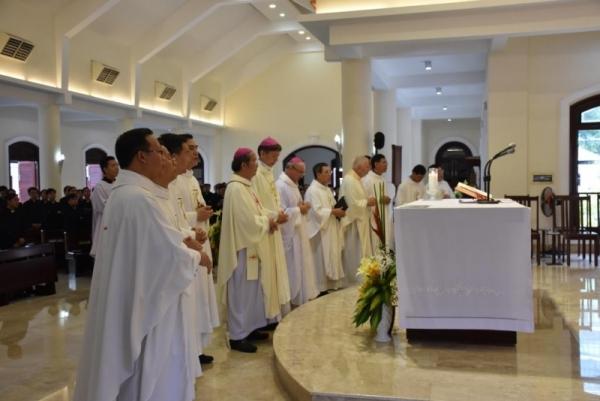 ĐCV Thánh Giuse Sàigòn: Đức TGM Savio Hon Tai-Fai thăm mục vụ và dâng Thánh lễ