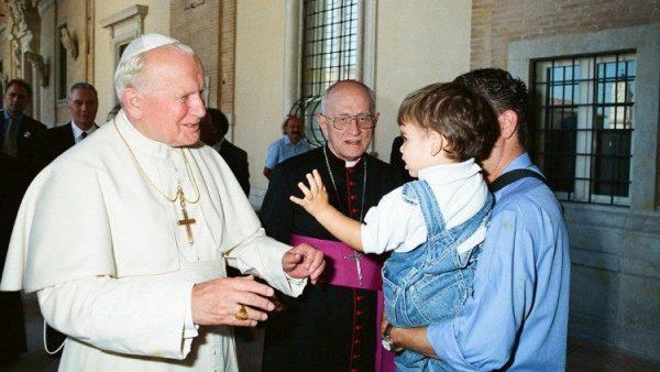 1.700 giáo sư chống lại những cáo buộc chống lại Đức Gioan Phaolô II