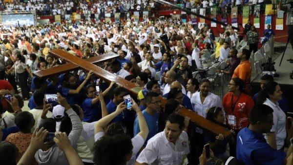 Thánh giá Đại hội Giới trẻ Thế giới được trao cho giới trẻ Bồ Đào Nha vào Chúa nhật 22/11