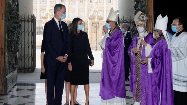Vua và hoàng hậu Tây Ban Nha tham dự Thánh lễ cầu nguyện cho các nạn nhân Covid-19