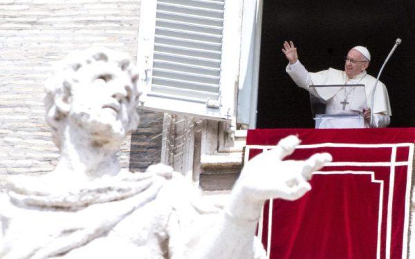 Mẹ Maria hồn xác lên trời nhắc chúng ta phục vụ Chúa và Giáo hội bằng cả con người