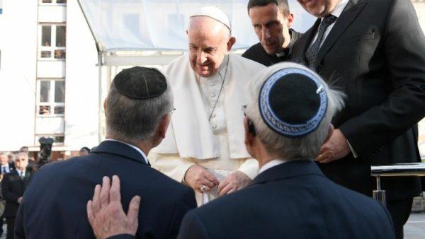 ĐGH gặp cộng đoàn Do Thái Slovakia tại Quảng trường Rybné námestie