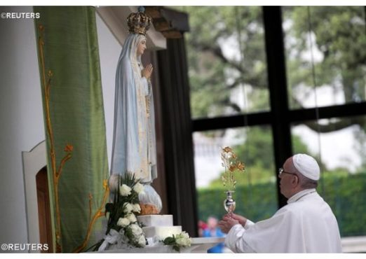 ĐGH Phanxicô và hàng trăm ngàn người cầu nguyện trước Đức Mẹ Fatima (12.05.2017)