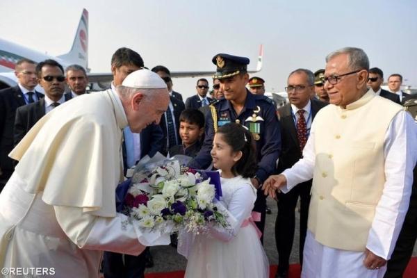 Đức Giáo hoàng Phanxicô đã đến Bangladesh