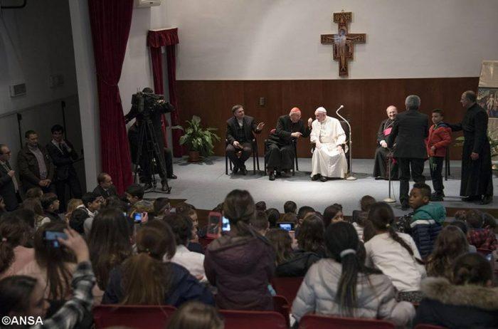 Buổi nói chuyện kỳ thú của Đức Phanxicô với trẻ em ở giáo xứ Maria Josefa