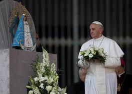 Đức Giáo hoàng Phanxicô cầu nguyện với Mẹ Maria