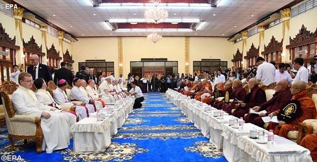 Đức Giáo hoàng gặp gỡ Hội đồng tối cao của Phật giáo Myanmar (29.11.2017)