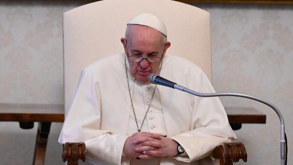 ĐGH Phanxicô: Không có đối nghịch giữa cầu nguyện chiêm niệm và hành động