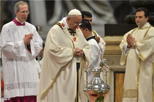 Thánh lễ Truyền Dầu tại Vatican 2016