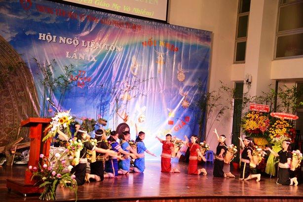"""Tâm điểm yêu thương: Cảm nhận về HNLT lần thứ IX """"Nối Nhịp Văn hoá-Tôn giáo"""""""