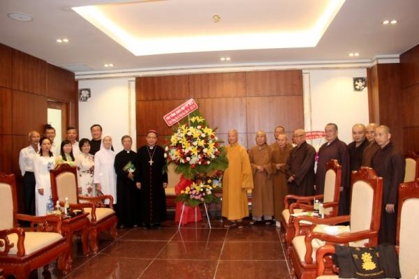 Đức Giám mục phụ tá Giuse Đỗ Mạnh Hùng chúc mừng Đại lễ Phật Đản 2017