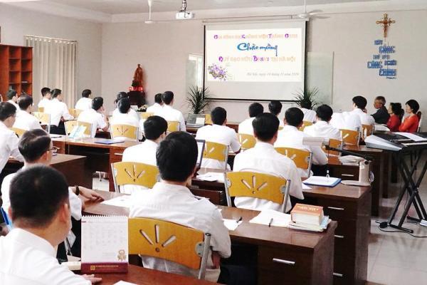ĐCV Thánh Giuse Hà Nội: Chủng sinh lớp Thần IV gặp gỡ đại diện tôn giáo Baha'i